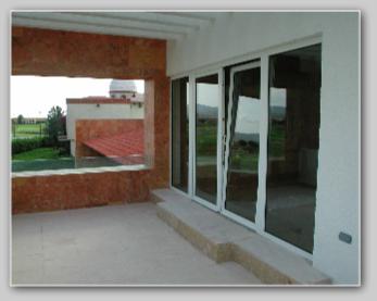 Pvc transforma puertas y ventanas for Puerta oscilobatiente